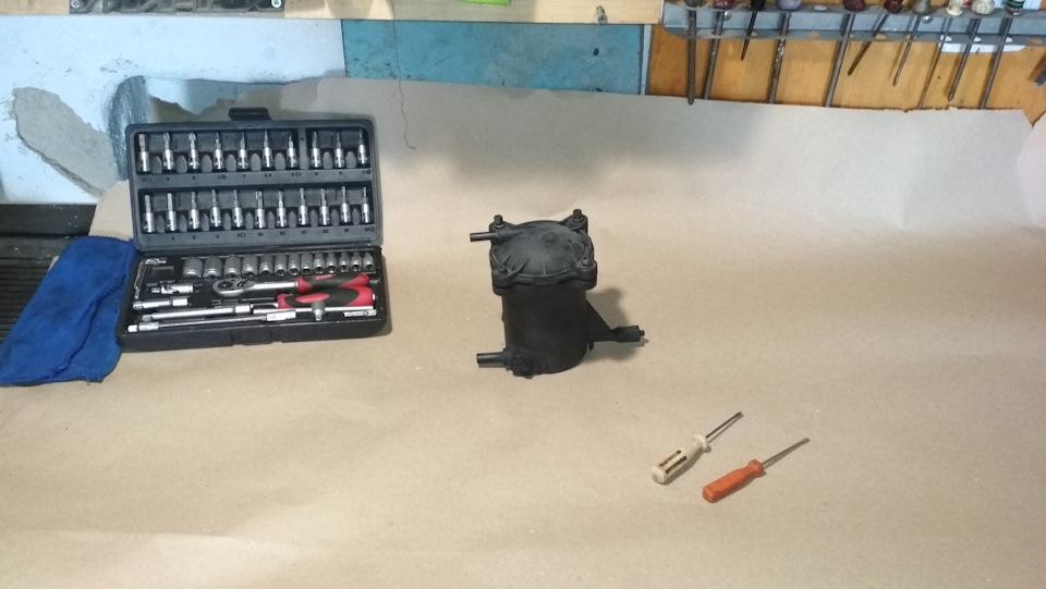Замена колбы топливного фильтра.