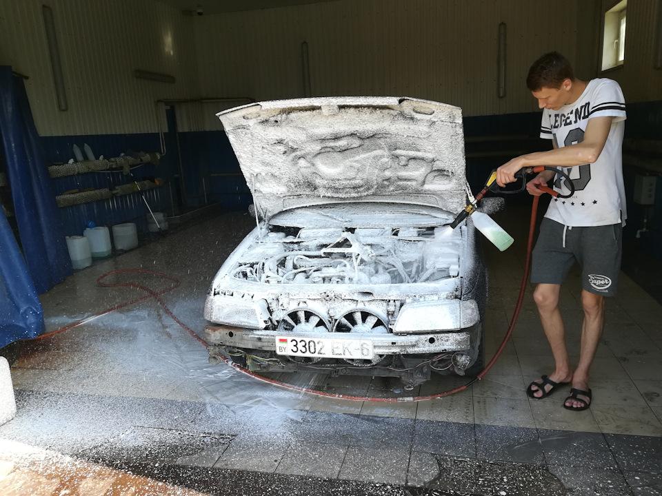 Отмыл 28 летнюю грязь под капотом)