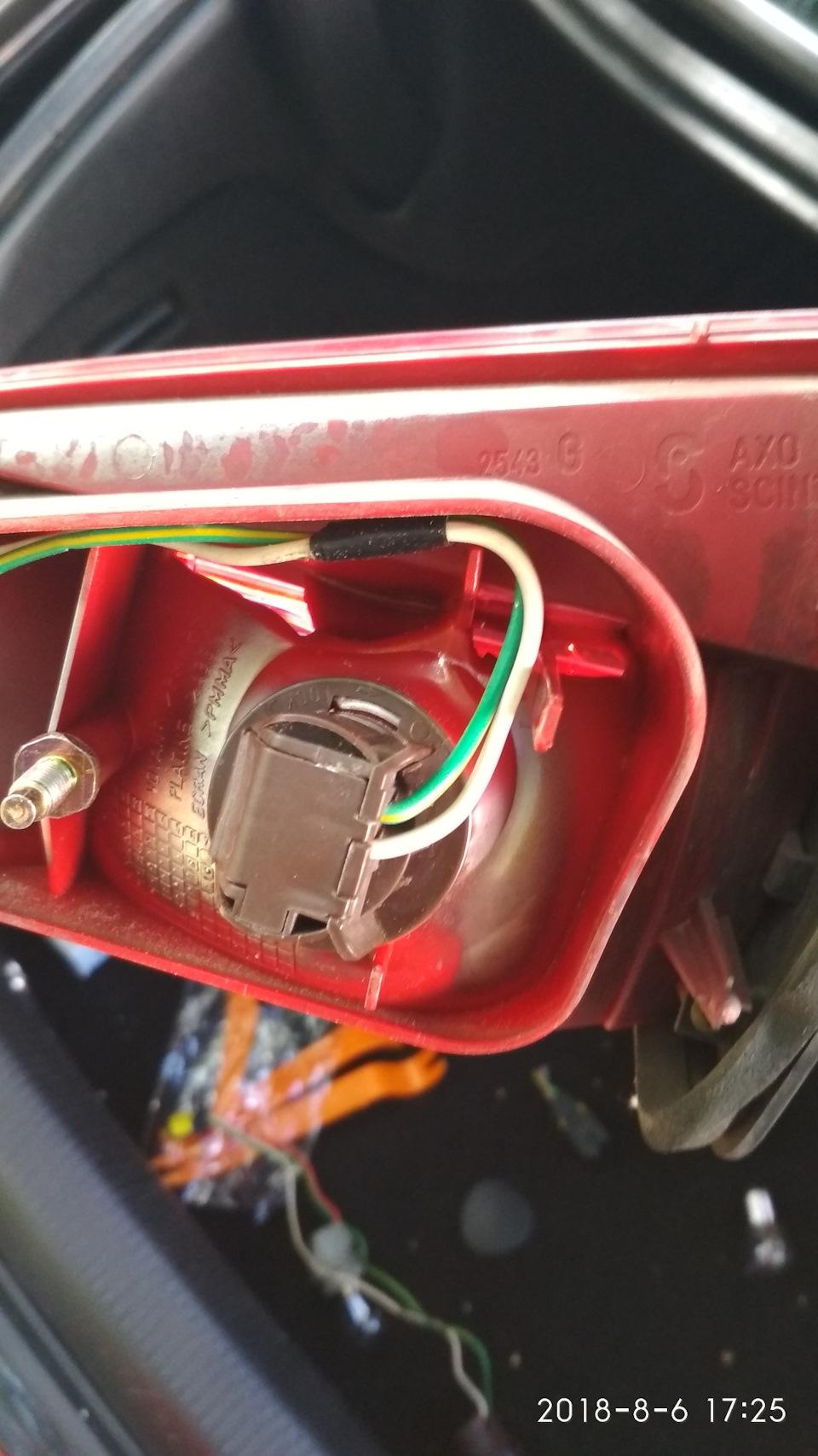 Замена фонарей крышки багажника и датчика заднего хода