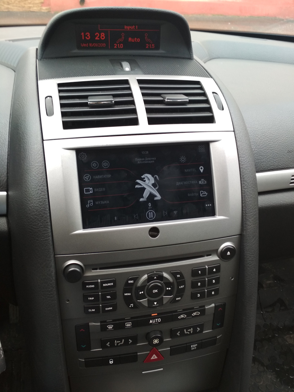 Планшет в машину