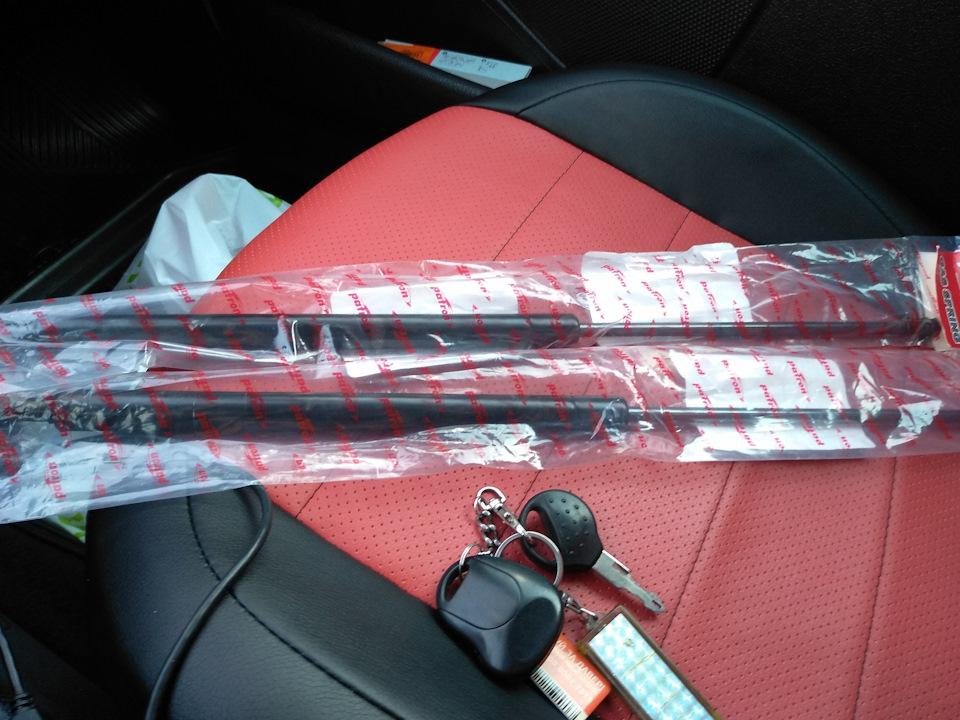 Замена амортизаторов крышки багажника