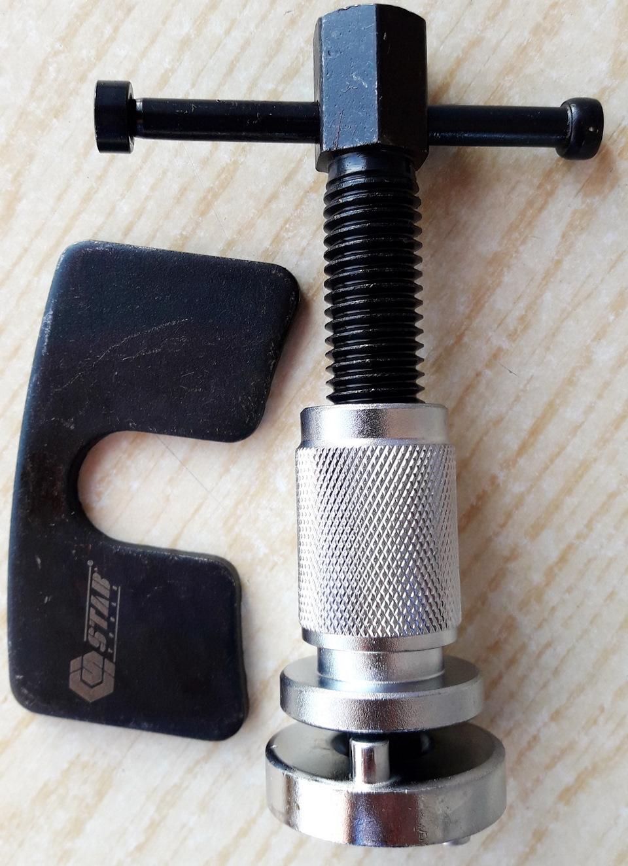 Ключи для тормозной системы.