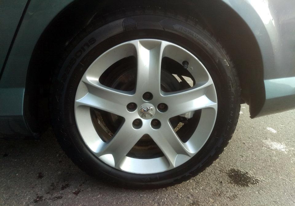 Колпачки на болты колесных дисков