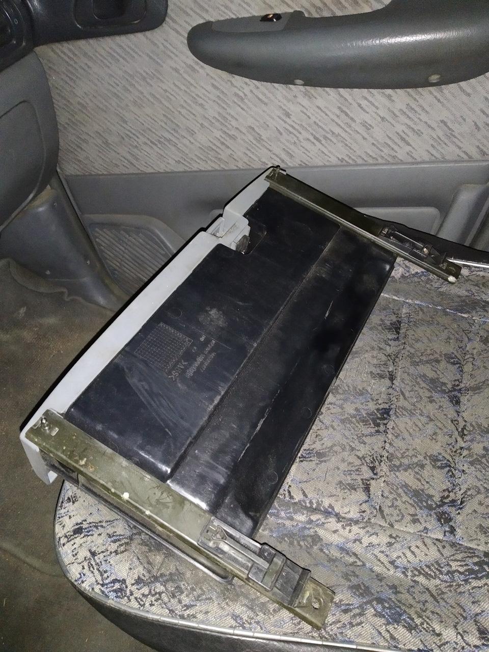 Купил ящики (шуфлядки) под передние сиденья.
