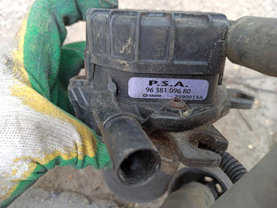 Насос продувки катализатора или вторичной подачи воздуха или х…его знает, кто как называет)