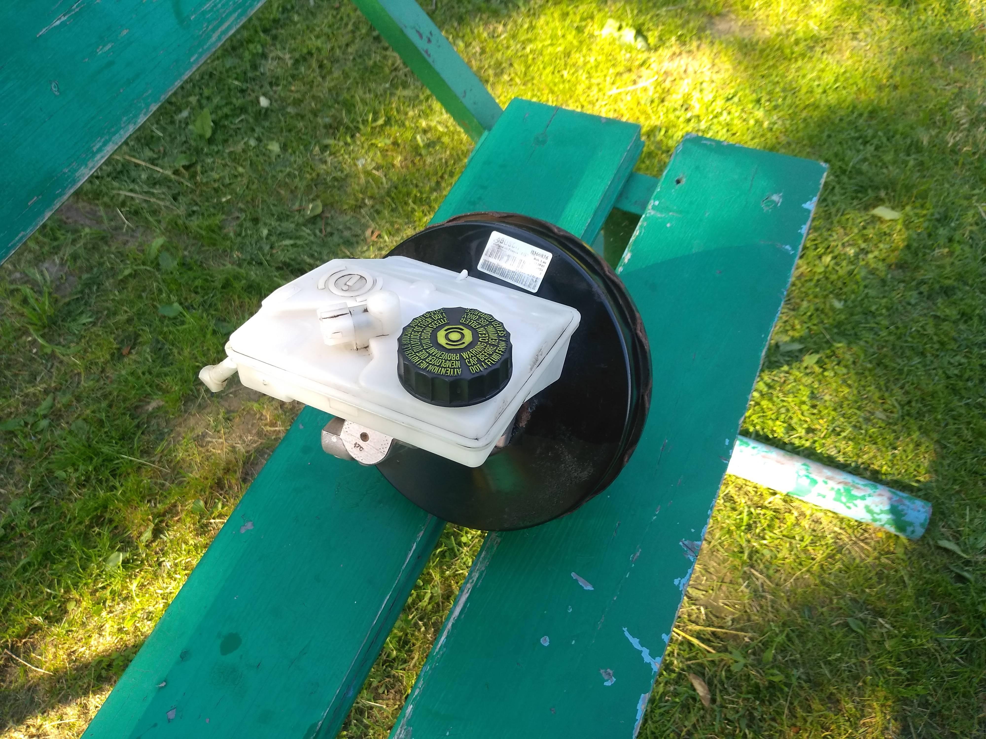 Продам вакуумный усилитель тормозов с ГТЦ на Пежо 206