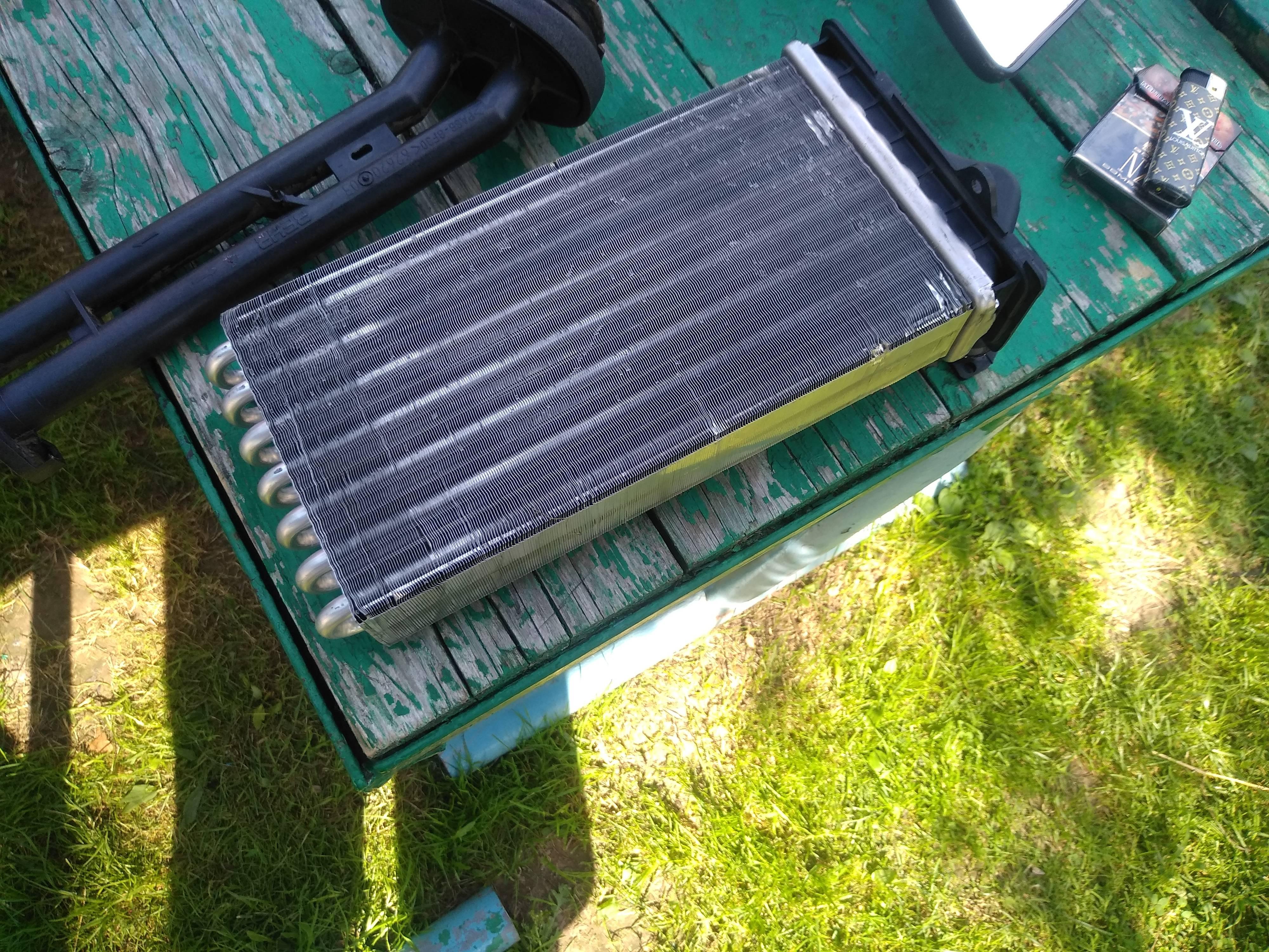 Продам радиатор отопителя на Пежо 206