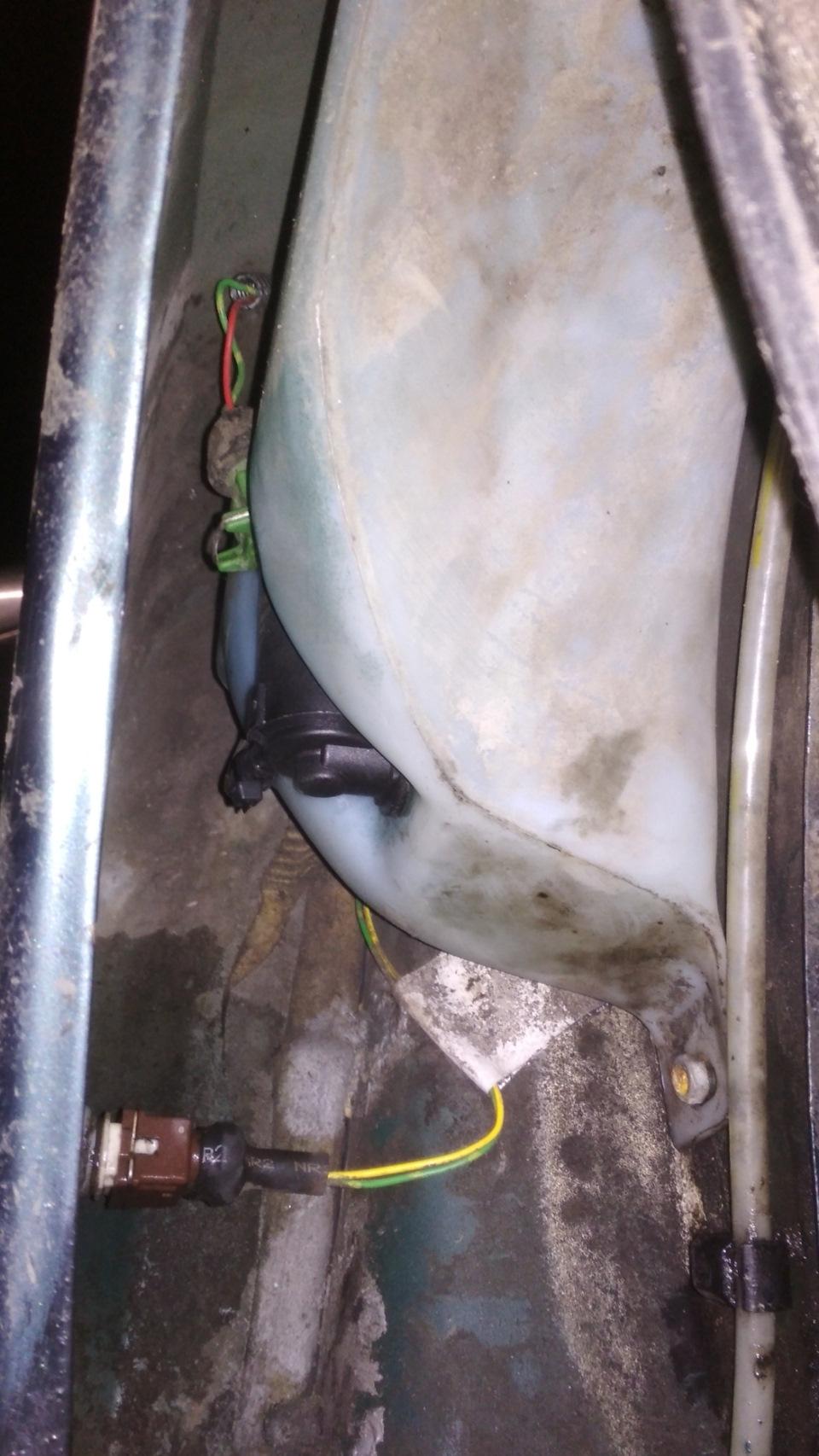 Моторчик омывателя сдох, и неприятный момент с пыльником!