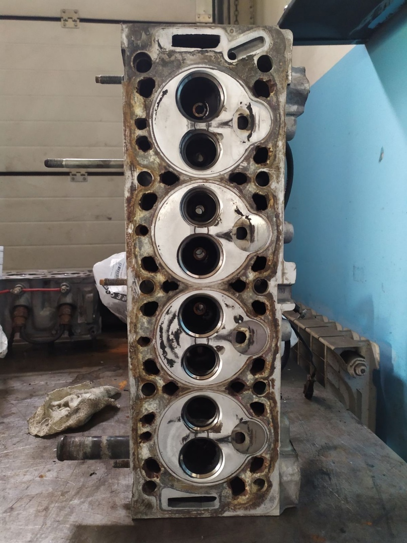 головка блока цилиндров на Пежо 406 ТДi 1996г.